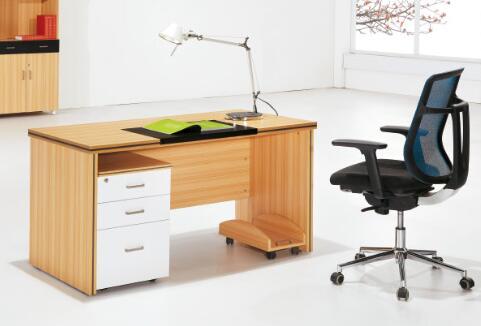 办公桌的材质不同其品质特性也不一样