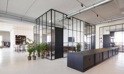 精致的办公家具构建的办公空间